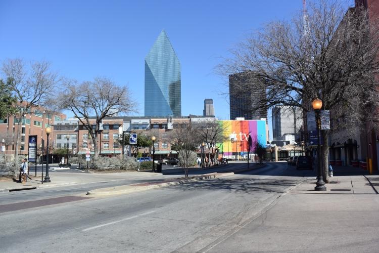 První únorový týden v Dallasu byl teplotně nadprůměrný. Teplota se pohybovala okolo 20 stupňů Celsia