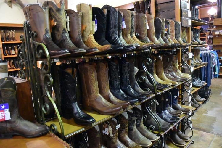 Cena obuvi se pohybovala okolo 400 dolarů