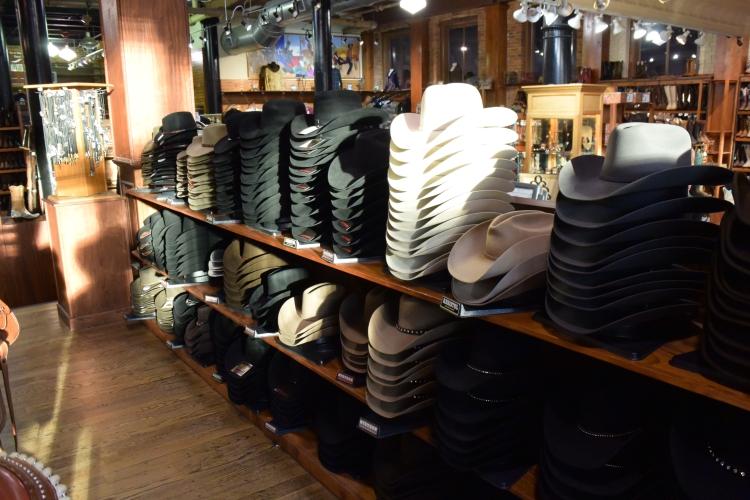 Značkové klobouky Stetson jsou vyráběny ručně z buvolí kůže