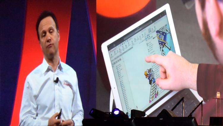 Jedním z hlavních partnerů konference SOLIDWORKS World 2016 byla společnost Microsoft. Představila tablety Microsoft Surface speciálně navržené pro práci v CADu. Zda-li se praktické navrhování více přenese i do tabletů, ukáže čas