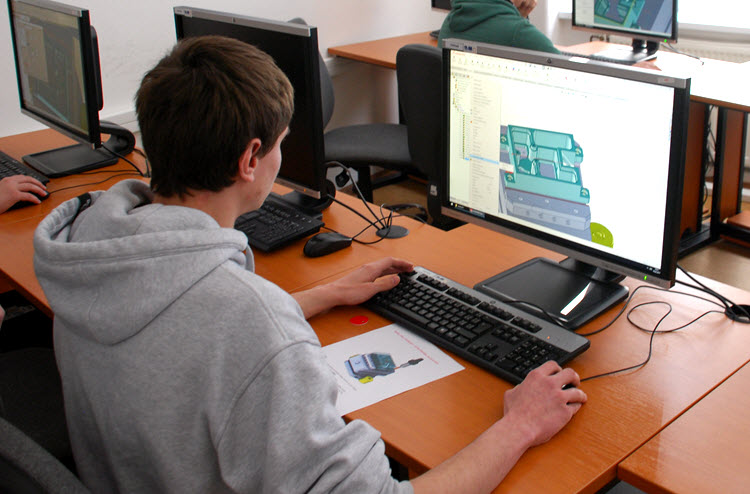 Úkolem studentům bylo zhotovit program pro řízení CNC obráběcího stroje vCAM řešení SolidCAM. Foto: SolidVsion