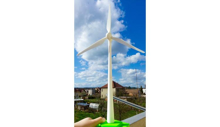 Větrná elektrárna byla navržena hravou formou v podání studentky Petry Jančové