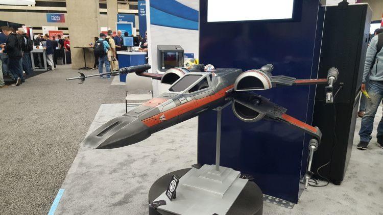 Vystavovaným exponátem stíhačky X-Wing ze Star Wars představila možnosti dokončování prototypů vyrobených technologií FDM.